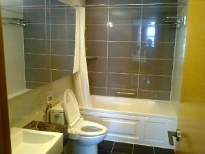 主寝室横のバスルーム