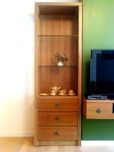 リビングにあるテレビ横の戸棚