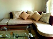 The Manor「リビングルームのソファー」