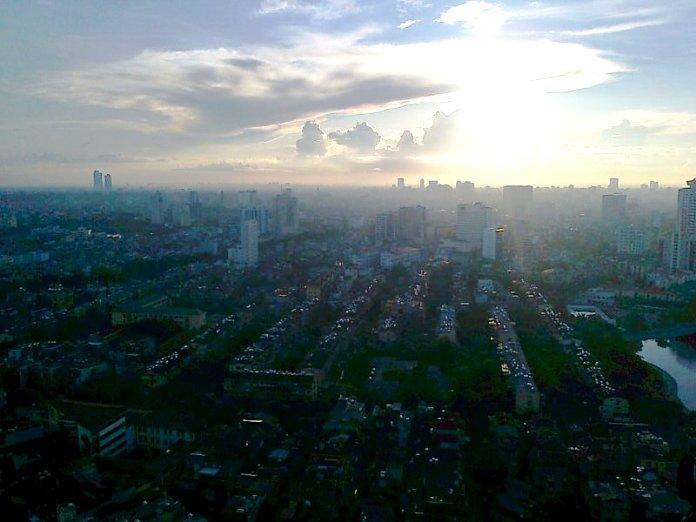 朝靄煙るハノイ市街