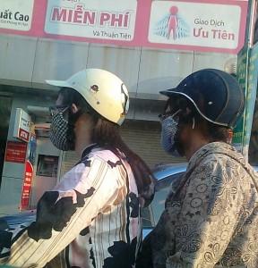 おしゃれなマスクは通勤時の必須アイテム