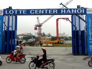 近隣のLOTTEグループが建築中のショッピングモール工事現場2