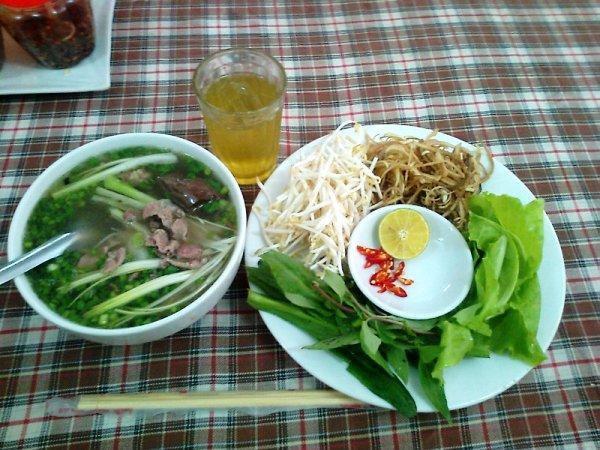 ベトナムの朝食の定番「フォー」