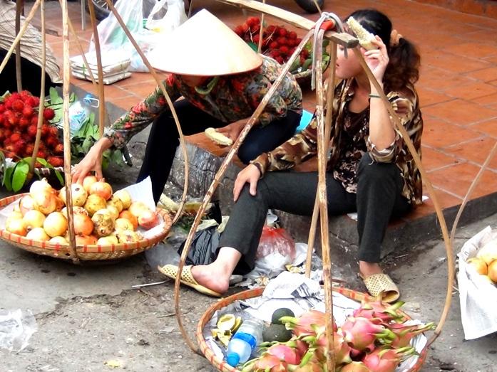 ハノイ「ドンスアン市場」の一風景