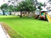 お子様が喜ぶ広い芝生スペース