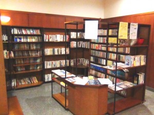 Sun Red River1階日本語の書庫スペース