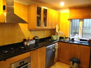 ビルトインオーブンと食器洗浄機は標準装備です