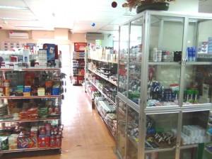 敷地内にある日本食材の店