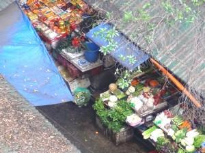 アパートのすぐ隣にある新鮮野菜のお店