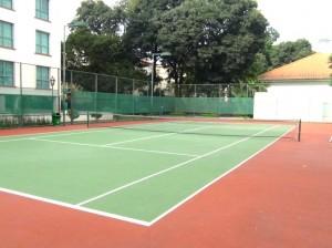 整備の行き届いたテニスコート