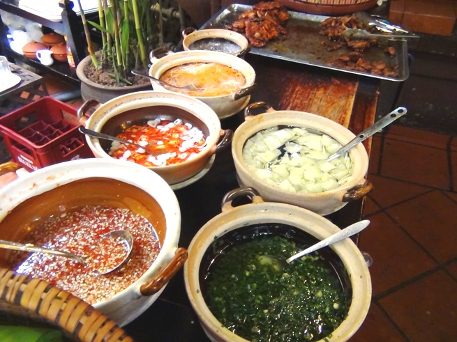 「Quan An Ngon」の美味しい調味料「お好みの味に調整するのがベトナム風」