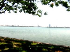 タイ湖沿岸より