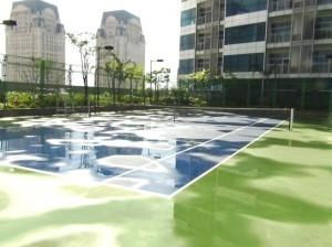 共用スペースのテニスコート
