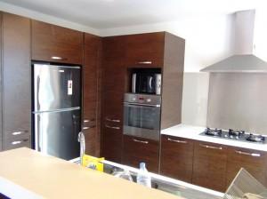 キッチンはこじんまりとして使いやすそうな配置です