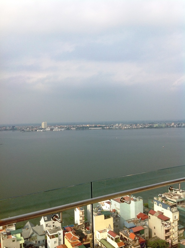 ルーフバルコニーからみる21階のLake View