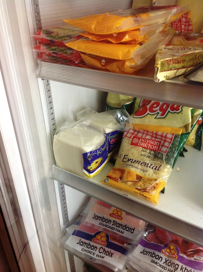 とうとう見つけた!クリームチーズのブロック!!(青いラベルの隅にある2つ)