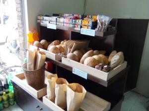 こういう所で買うパンは、とても美味しい気がします