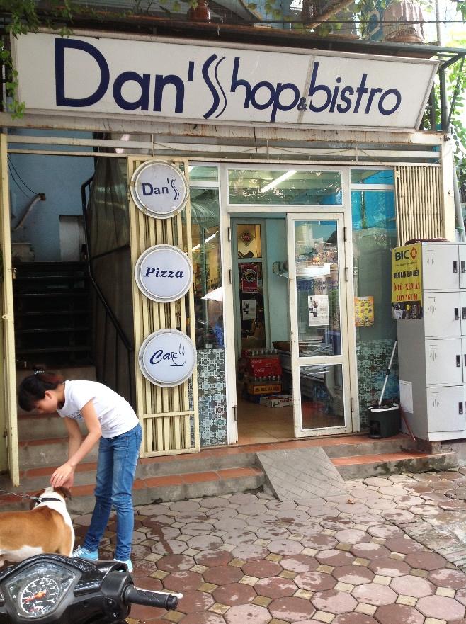 Dan's Shopの店構え「ブルドックのわんちゃんが目印です」