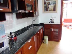 キッチンスペース「お一人の自炊には充分な広さです」
