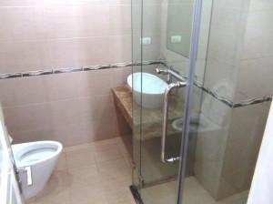 バスタブは付きませんが、新築の綺麗なシャワールームです