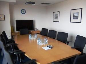 共用の会議室(ハノイのレンタルオフィスにて)