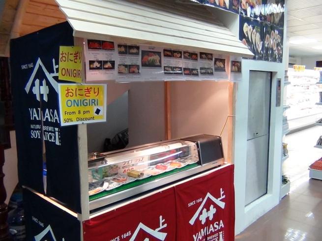 お寿司の握りコーナーもあります。夕方に行けばタイムサービスになります