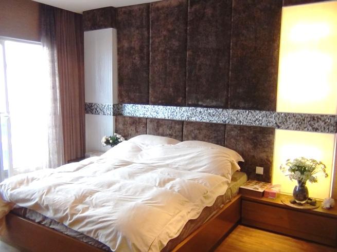 高級感溢れる2階の主寝室