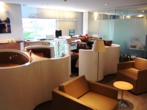 ハノイ市内にあるレンタルオフィスの風景「単独でもすぐ利用できるネット環境が提供されています」