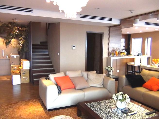 2階建てメゾネットタイプです。「入れている家具はかなり高価なものです」