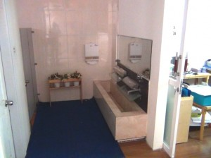 お手洗いスペースは各フロアーにあります