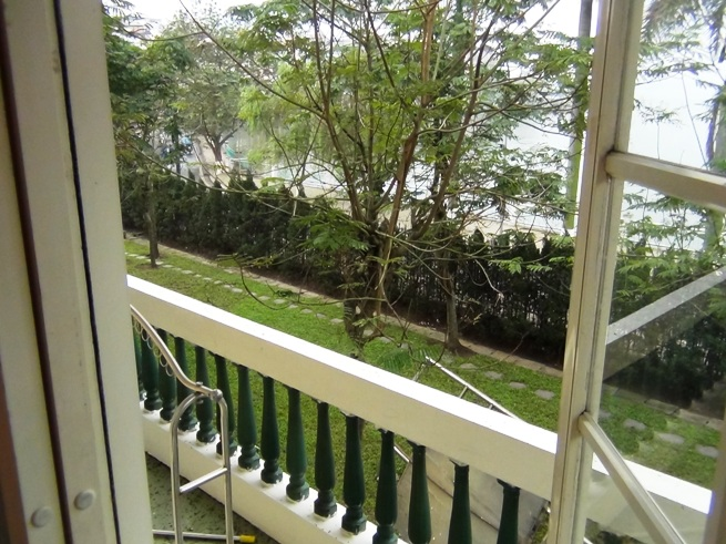 2階から見下ろすタイ湖のレイクビュー