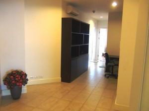 リビングと各居室を繋ぐ廊下はかなりゆったりとしたスペースが割かれています