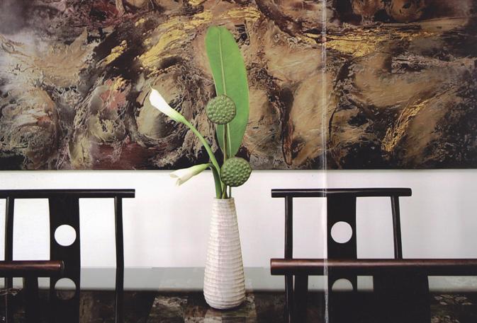 「TACMIN」の石で作られた花瓶