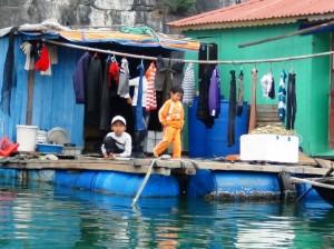 元気に遊ぶ水上村の子供たち