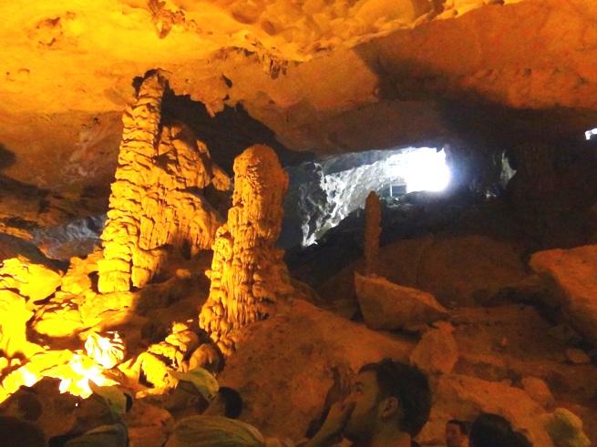 ハロン湾沖の鍾乳洞2