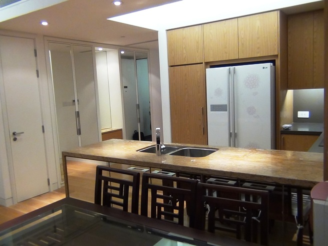 カウンターキッチンにはビルトインの食器洗浄機もオーナーはつけてくれています