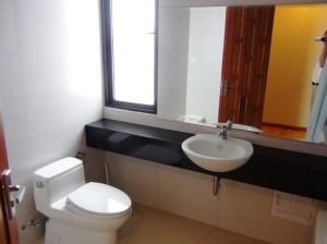 お手洗いとバスルームは日本人のお客様を考えてセパレートです