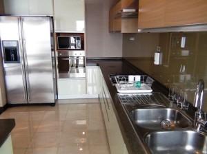 Fraser Suitesメゾネットタイプのキッチンスペース