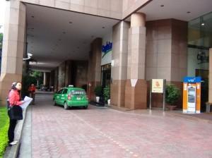 Hanoi Tower(ハノイタワー)のタクシーよけスペース