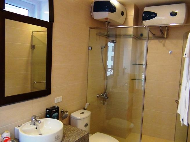 全ての浴室には80リットルのお湯タンクが標準装備です