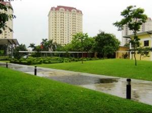 UNISの敷地の中に一歩入るとベトナムとは思えない静かで清潔な環境が広がっています