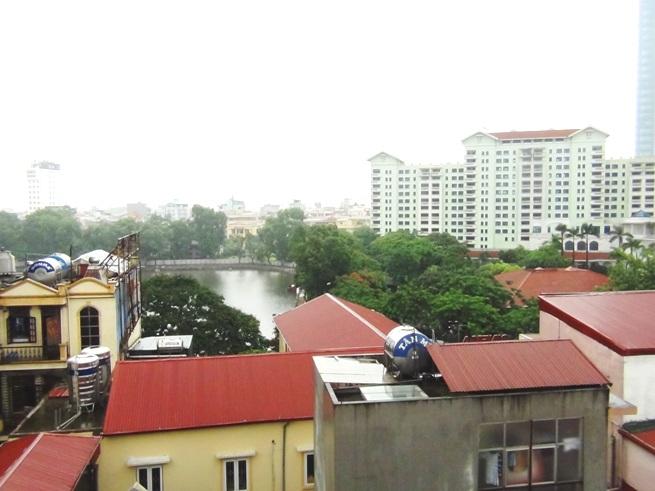 アパートの窓から見える景色