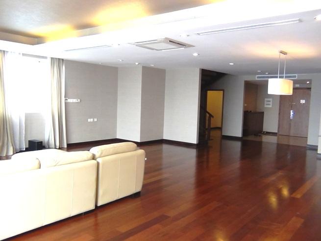 Fraser Suitesのメゾネットタイプ「リビングの広さが際立つ部屋です」