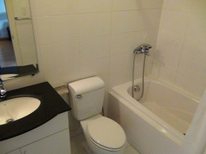 バスタブ付きのバスルーム