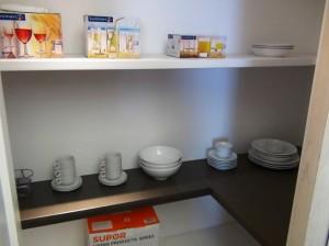 食品庫は3段の棚がついているので、とても便利ですね