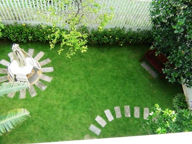 家の周りをこんな緑地が取り囲みます