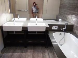 洗面台は2つ「広い鏡が開放的ですね」