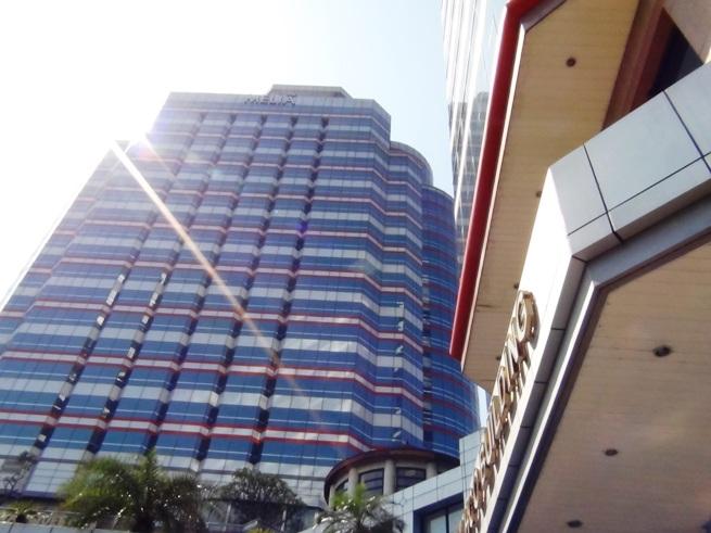 ホテル(メリアホテル)と隣接したオフィスビルは急なご出張者の受け入れが出来て便利です。