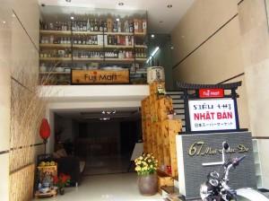 日本人入居率100%のサービスアパートの2階に作った日本食材店
