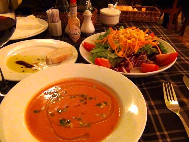 本格パスタが食べられる「Luna d'autunno」の前菜のスープとサラダです